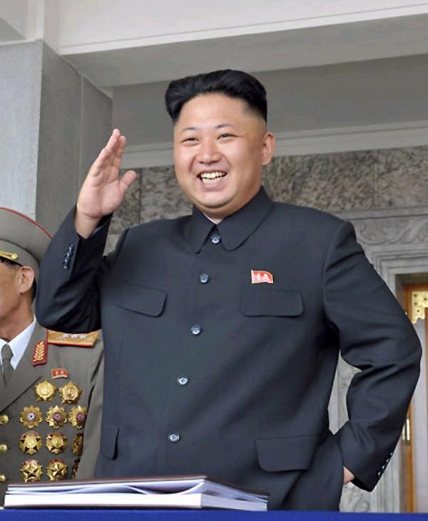 高清:金正恩携夫人李雪主观看朝鲜内务军协奏团演出