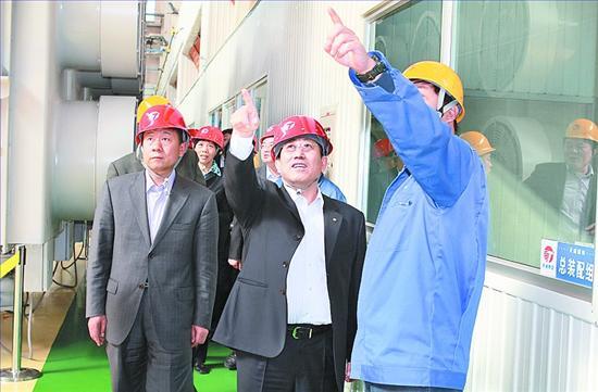 中国建设银行河北省分行党委书记、行长李秀昆(中)深入一线企业调研。   中国建设银行河北省分行   服务实体经济 促进产业升级   核心提示   中国建设银行股份有限公司河北省分行成立于1954年10月1日。2003年,建行河北省分行启动了股份制改革重组工作。2004年10月,建行河北省分行更名为中国建设银行股份有限公司河北省分行。2005年10月27日,伴随中国建设银行在香港的挂牌上市,建行河北省分行作为大型股份制商业银行的分支机构,踏上新一轮改革发展的时代征程。   十年间,建行河北省分行付出了不懈