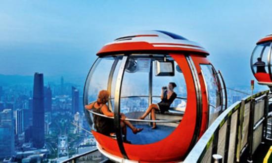 广东,人们鸟瞰城市风景.摄影/刘晓明