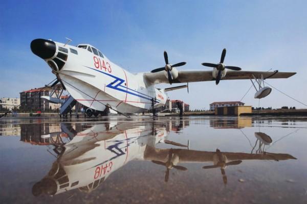 50年代初中国曾引进6架苏联别-6水上飞机,但不足以满足海军的各种需要。航空工业部于1968年开始筹建水上飞机设计所。同年12 月,国家批准了命名为水轰-5的研制方案。研制工作由水上飞机设计研究所和哈尔滨飞机厂共同承担,此一方案首批试制三架。   1970 年2 月,水轰-5总体设计完成。同年10 月发出生产图纸,并开始试制。1971年,装出供静力试验用的01号原型机,以110%的设计载荷达到并超过全机静强度破坏试验的技术要求。1973年12月,供试飞用的水轰-5总装完成,为02号原型机,同月实施首次