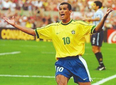 巴西足球巨星里瓦尔多退役图片