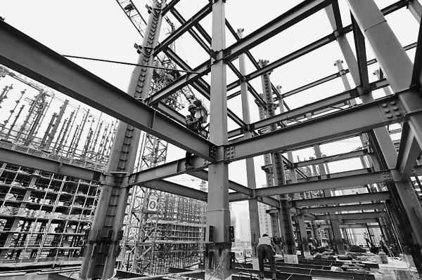 该项目采用钢结构为骨架配合多种复合材料的轻型墙体