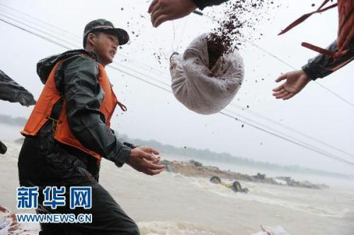 Downpours are still affecting the lives of millions of people in southern China. Days of rainfall have pushed many rivers above warning levels in Anhui province. The waters are endangering the lives and fortunes of the local people.
