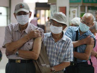 TaiwanhasbeguninoculatingresidentswiththeA/H1N1fluvaccine.TheTaiwanCentersforDiseaseControlsaidithopesthathalfofallresidentswillbevaccinatedbymid-February.