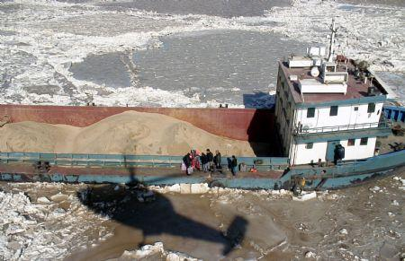 The video grab taken on Jan. 13, 2010 shows a helicopter from Chinese North Sea relief flight team arrives at the location where a ship with 6 crews was trapped by sea ice off the coast of Binzhou City of east China's Shandong Province. The 6 crewmen were rescued safely on Wednesday. (Xinhua Photo)