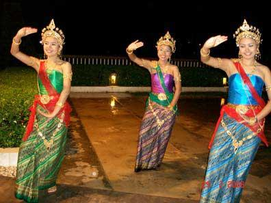 Similarly The South Thailands Daily Life Can Be Seen From Girls Dancing With Fans