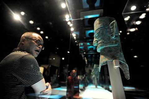 The exhibition about the ancient Shu Kingdom sheds lights on the mysterious civilization in southwest Sichuan dating back three thousand years.