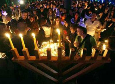 A youth crowd in a Moscow club celebrates the Hanukkah December 13, 2009.Hanukkah, also known as the Festival of Lights, is one of the most important Jewish holidays and is celebrated by Jews worldwide.REUTERS/Sergei Karpukhin