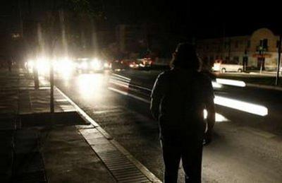 A man waits for the bus during a blackout in Vina del Mar city, about 75 miles (121 km) northwest of Santiago, March 14,2010. REUTERS/Eliseo Fernandez