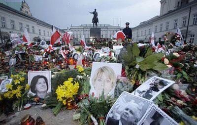 Flowers, candles and photographs are placed in front of the Presidential Palace three days after Polish President Lech Kaczynski died in a plane crash in Warsaw, Poland Tuesday, April 13, 2010. (AP Photo/Petr David Josek)