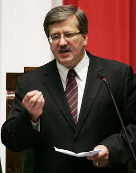 Poland's speaker of the lower chamber of parliament Bronislaw Komorowski speaks to members of parliament in Warsaw in this November 5, 2007 file photo. REUTERS/Kacper Pempel/Files