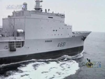 PirateshaveattackedaFrenchwarshipoffthecoastofSomalia,mistakingitforacargovessel.(CCTV.com)