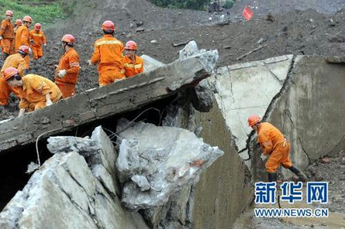 A rainstorm-triggered landslide in Southwest China's Guizhou Province has buried 107 people. Rescuers have reached Dazhai village in Guanling County, but they say the chances of finding survivors are very slim.