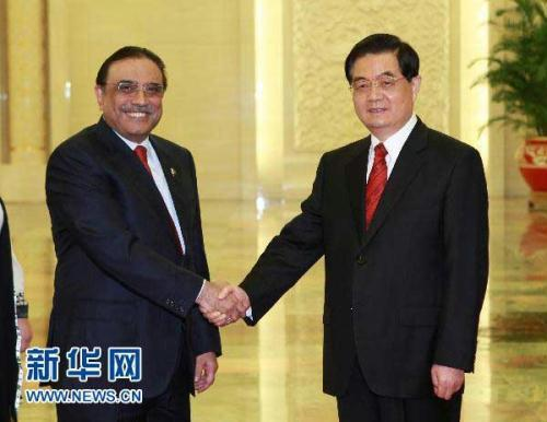 President Hu Jintao has met with visiting Pakistani President Asif Ali Zardari. They exchanged views on issues of common concerns including the China-Pakistan strategic cooperative partnership.