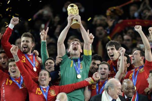 Spain goalkeeper Iker Casillas holds up the World Cup trophy. Photo: AP