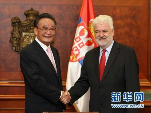 Top Chinese legislator Wu Bangguo and Serbian Prime Minister Mirko Cvetkovic have agreed to expand cooperation between the two countries during a meeting in Belgrade.