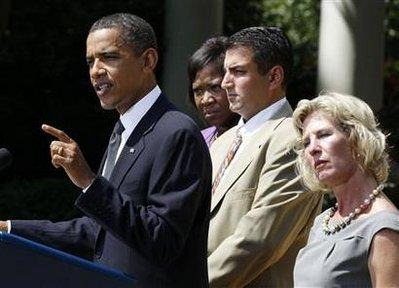 President Barack Obama speaks about the economy with unemployed people behind him in the Rose Garden of the White House in Washington July 19, 2010. FromL-R are: Obama, Denise Gibson of Brooklyn, NY, Jim Chukalas of Freedon Township, NJ, and Leslie Macko of Charlottesville, Va.REUTERS/Larry Downing