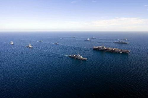The U.S. nuclear-powered aircraft carrier USS George Washington (3rd R) leads South Korean and U.S. naval ships in formation during the U.S.-South Korea joint naval and air exercise in waters off the east coast of the Korean peninsula, July 26, 2010.(Xinhua/AFP Photo)