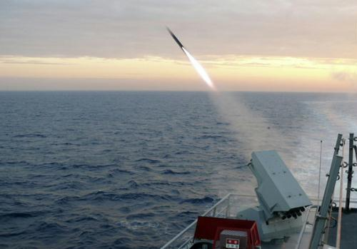 South Korean navy's Choi Young KDX-II destroyer fires a Torpedo Acoustic Counter Measures (TACM) device decoy during the joint military exercises between the U.S. and South Korea on the East Sea of South Korea July 27, 2010. (Xinhua/Reuters Photo)