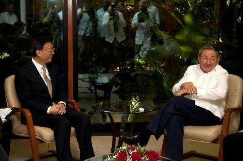 Cuba's leader Raul Castro (R) meets with visiting Chinese Foreign Minister Yang Jiechi in Havana, capital of Cuba, Aug. 1, 2010.(Xinhua/Wang Pei)