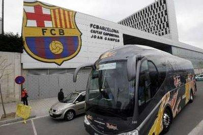 Barcelona's second soccer team bus carrying coach Pep Guardiola leaves their training ground Ciutat Esportiva Joan Gamper in Barcelona April 18, 2010. The team is heading to Milan with a stop in the French city of Cannes, to play the semi-finals of the Champions League against Inter Milan next Tuesday. The airports in Barcelona and Milan are closed over the weekend due to ash clouds caused by an Icelandic volcano that has turned northern Europe into a no-fly zone.REUTERS/Gustau Nacarino (SPAIN - Tags: SPORT SOCCER)