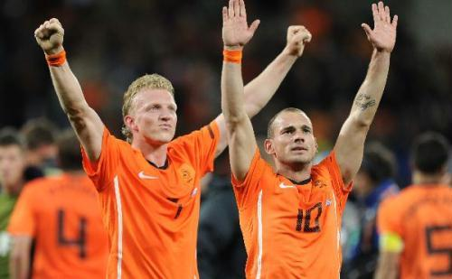 Wesley Sneijder (R) of the Netherlands celebrates with Dirk Kuyt after the 2010 World Cup semi-final soccer match against Uruguay in Cape Town, South Africa, on July 6, 2010. The Netherlands won 3:2 and is qualified for the final. (Xinhua/Chen Haitong)