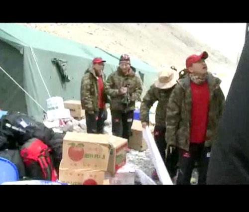 北坡志愿者进驻大本营