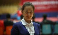 周到,中央电视台体育节目中心乒乓球专项记者。湖南湘潭人。学的是唱歌,却阴错阳差当了体育记者,用女性记者的视角折射小小乒球的动人瞬间。曾采访不莱梅世乒赛、萨格勒布世乒赛、横滨世乒赛及多哈亚运会、北京奥运会等大型赛事