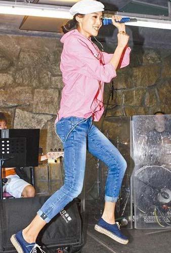 范玮琪昨彩排时开心跳跃。图片来源:台湾《苹果日报》