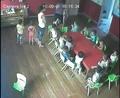 监控拍下:幼儿园老师毒打两岁小孩10分钟!