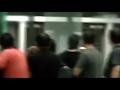 实拍:汪峰带吉他登机被拒 咆哮要砸香港机场