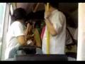 公交车上美女乘客间因小事起冲突,提倡谦让