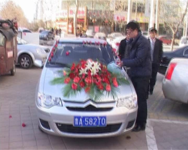 """震惊!追车帝""""玫瑰浪漫装""""求婚"""