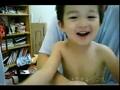 3岁童ahBOY边打嗝边唱《大海》萌爆网络