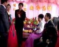 【拍客】实拍异国婚礼场面 父母带头高歌狂舞