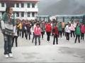 实拍:重庆乡村校园700小学生齐跳MJ舞蹈