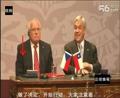 捷克总统发布会上偷笔被拍,太搞笑了!!!