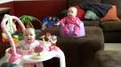 双胞胎宝宝神同步笑声