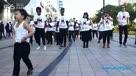 小鸟叔领衔江南Style街头快闪!MV里的小朋友领外国粉丝跳骑马舞