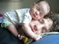 【杰国独家】超可爱小宝宝睡在爸爸脸上 宝宝这样的床舒服吗