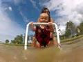 小婴儿学滑水 从小就要培养冒险精神