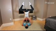 奇葩情侣挑战瑜珈高难度动作