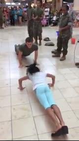 美国女孩1分钟做84下俯卧撑 陆军学员汗颜