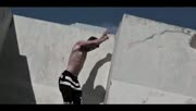 屋顶跑酷!硬汉自杀式飞楼屌炸天