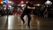 超级动感的舞蹈!最酷的是…他才8岁