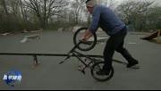 国外牛人玩小轮车绝技