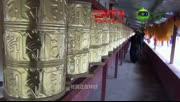 【拍客】四川红原草原牧民挂数万面经幡祭奠祈福