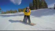 小萝莉跟着爸爸学滑雪