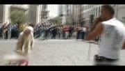 实拍比利时白发老太街头即兴热舞 围观者惊呆