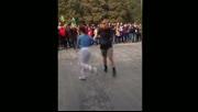 北京天坛大妈与老外共舞广场舞